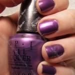 NOTD OPI Purple With A Purpose med snøkrystaller fra Konad