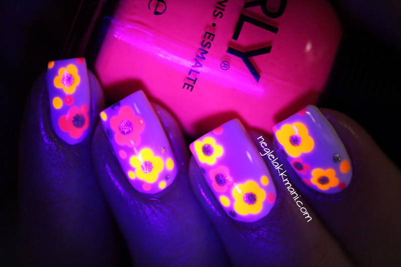 Flower Power Blacklight